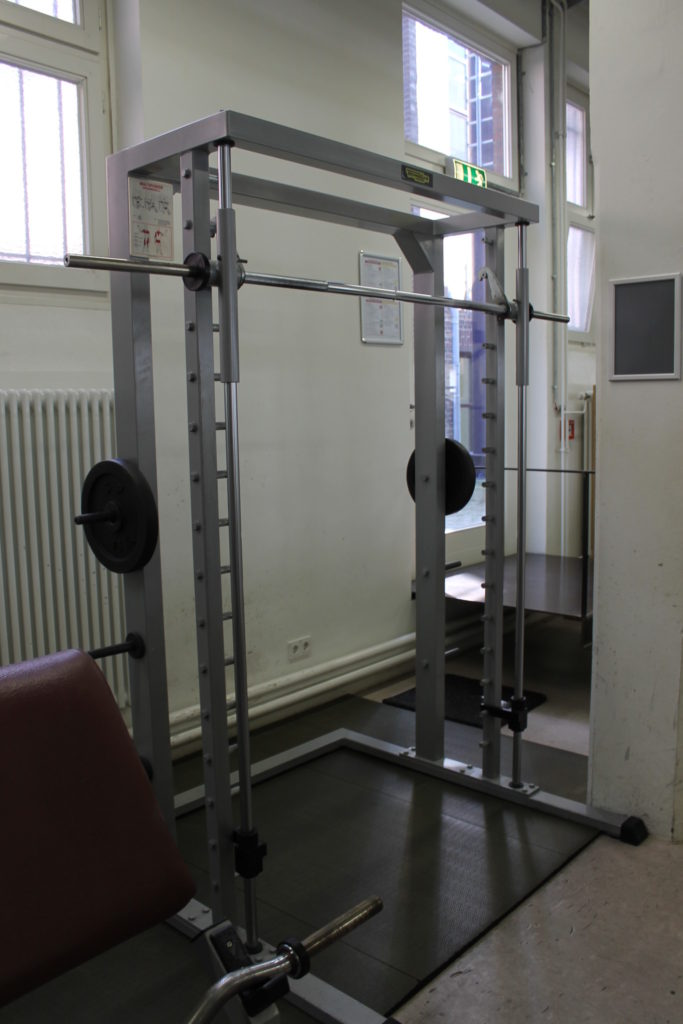 "Eine Multipresse oder ""Smith Machine"""
