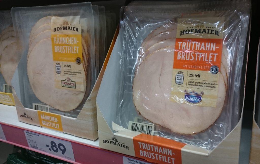 Eiweißreicher Aufschnitt im Supermarkt