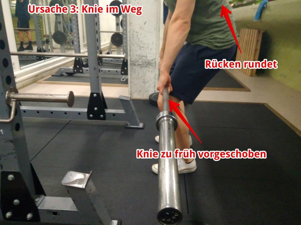 knie-zu-fruh-vorgeschoben-kreuzheben-rucken-rundet