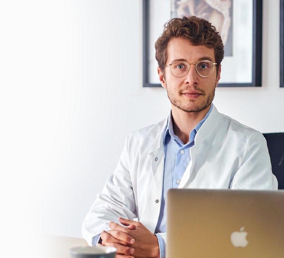 dr dominik dotzauer am schreibtisch naher - Artikel zu Fitness, Ernährung, Abnehmen und Gesundheit